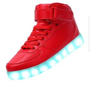 Nwt LED high top shoes, size 8.